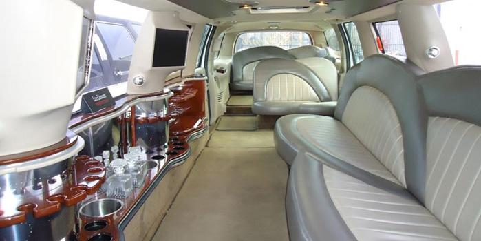 13755_excursion-limo-globallimos-interior.jpg