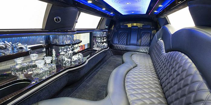 Lincoln Stretch Limo Rental (Interior)